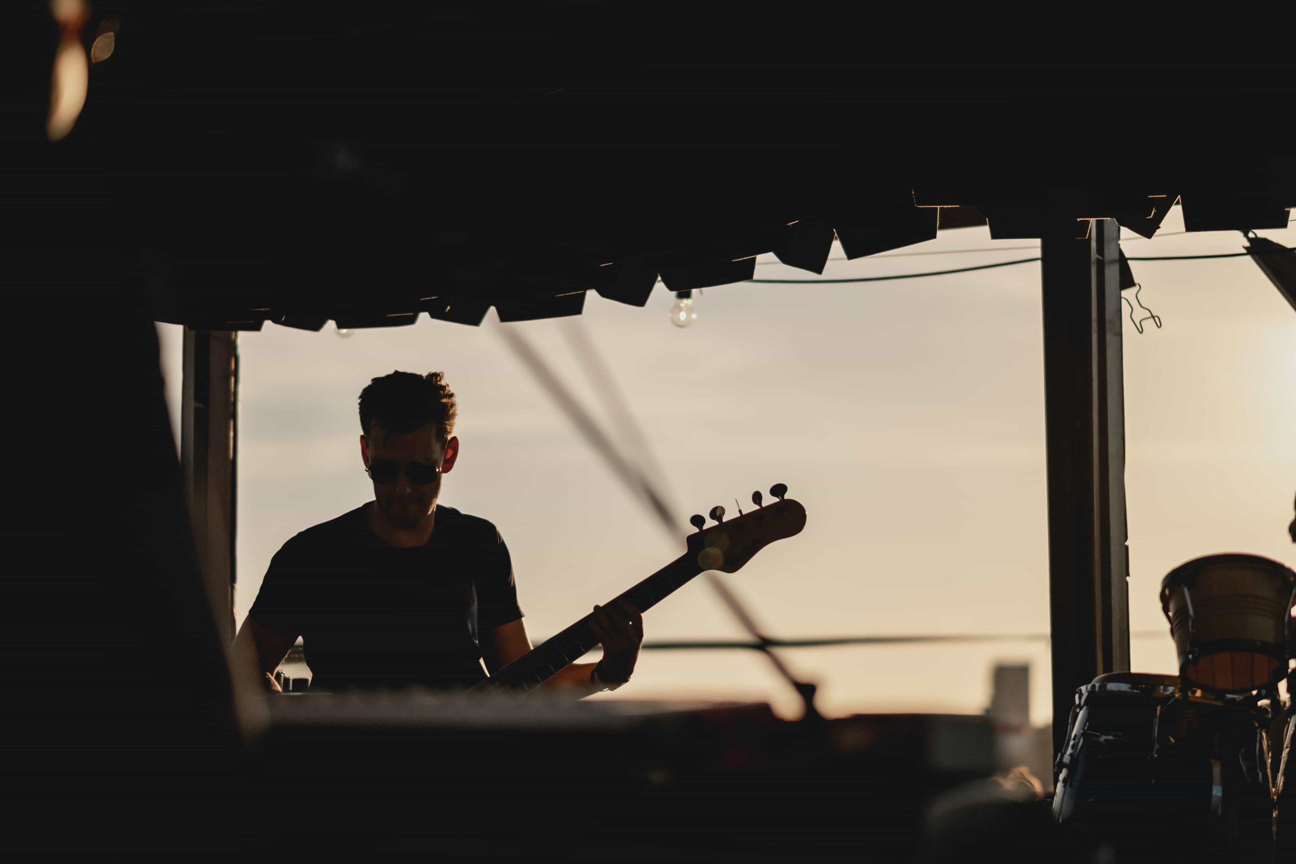 Comment réserver un groupe de musique pour vos soirées rooftop ?